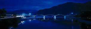 錦帯橋の夜景の写真素材 [FYI03985279]