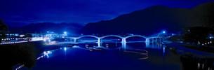 錦帯橋夜景の写真素材 [FYI03985343]