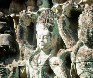 バイヨン寺院女神デウ゛ァター像 アンコール遺跡の写真素材 [FYI03985613]