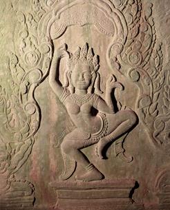 バイヨン寺院女神デウ゛ァター像 アンコール遺跡の写真素材 [FYI03985614]