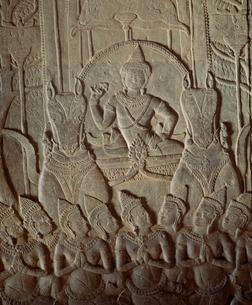 第1回廊の王の像アンコール遺跡の写真素材 [FYI03985621]