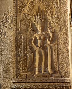 西城門にある女神デウ゛ァター像 アンコール遺跡の写真素材 [FYI03985622]