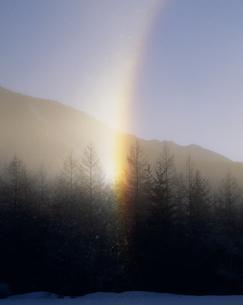 ダイアモンドダストが創る虹の写真素材 [FYI03986029]
