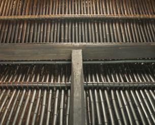 竹組みの農家の屋根裏 和紙の里の写真素材 [FYI03986438]