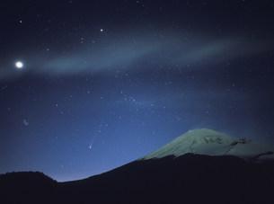 百武彗星と富士山の写真素材 [FYI03986582]