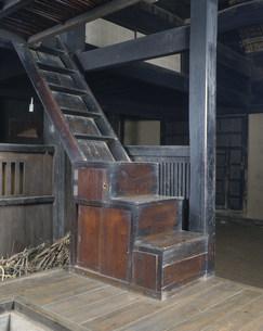 民家の階段箪笥の写真素材 [FYI03987395]