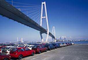 輸出車と名港中央大橋の写真素材 [FYI03988022]