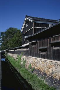 水屋建築の旧家の写真素材 [FYI03988137]