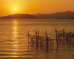 浜名湖 瀬戸の夕照 三ヶ日町の写真素材 [FYI03988589]