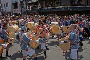 美濃祭 花みこしの太鼓 八幡神社の写真素材 [FYI03988835]