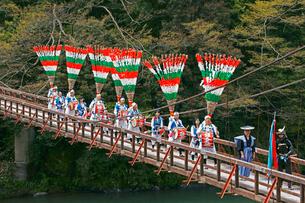 東津汲の鎌倉踊 白髭神社の写真素材 [FYI03988848]