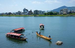 昼鵜飼 木曽川の写真素材 [FYI03988911]
