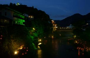 吉田川夜景 郡上八幡城を望むの写真素材 [FYI03988923]