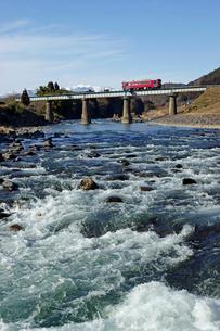 長良川と長良川鉄道の写真素材 [FYI03989172]