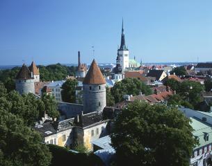 旧市街を囲む城壁の塔の写真素材 [FYI03989569]