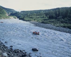 ラフティングボートとネナナ川の写真素材 [FYI03990111]