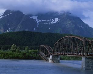 コッパー川と鉄橋コッパーデルタの写真素材 [FYI03990263]