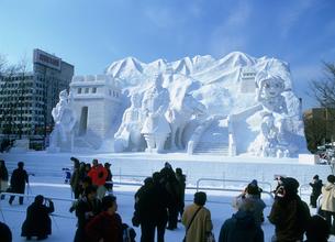 雪祭り大雪像STV広場昼の写真素材 [FYI03990415]