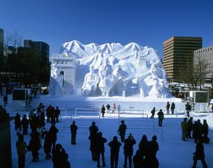 雪祭り大雪像STV広場昼の写真素材 [FYI03990428]
