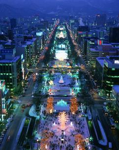 TV塔より望む札幌雪祭り夜景の写真素材 [FYI03990437]
