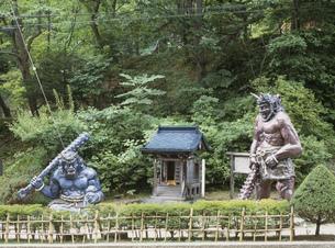 赤鬼・青鬼の像 登別温泉の写真素材 [FYI03990544]