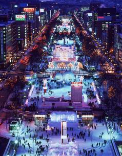 札幌雪祭大通会場夜景の写真素材 [FYI03990568]
