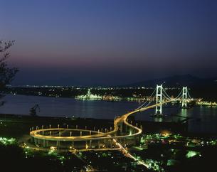 白鳥大橋夜景 室蘭の写真素材 [FYI03990658]