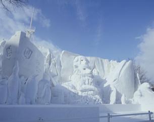 雪祭り大雪像 神秘大陸南極の生き物たちの写真素材 [FYI03990764]