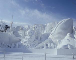 雪祭り大雪像 神秘大陸南極の生き物たちの写真素材 [FYI03990765]