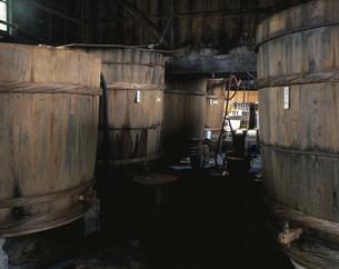 金忠の醤油樽の写真素材 [FYI03991479]