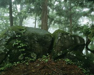 大石神ピラミッド方位石の写真素材 [FYI03991875]