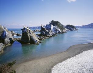 雪の浄土ケ浜 陸中海岸国立公園の写真素材 [FYI03992010]