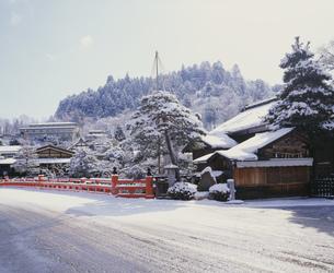 中橋の雪景の写真素材 [FYI03992051]