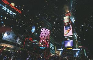 タイムズスクエアのカウントダウンの写真素材 [FYI03992681]
