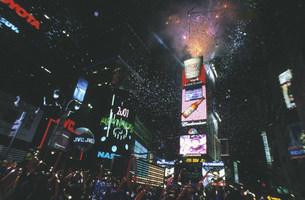 タイムズスクエアのカウントダウンの写真素材 [FYI03992682]