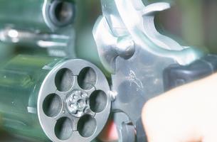 銃のシリンダーイメージの写真素材 [FYI03992726]