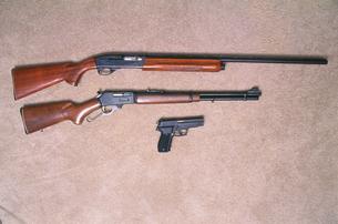 ライフルとコルトの写真素材 [FYI03992732]
