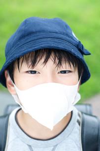 インフルエンザ予防 マスクの少年の写真素材 [FYI03992816]