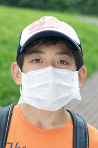 インフルエンザ予防 マスクの少年の写真素材 [FYI03992817]