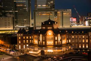東京駅ライトアップの写真素材 [FYI03993114]