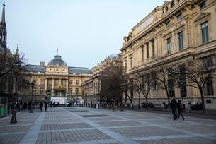 パリ,シテ島裁判所の写真素材 [FYI03993681]