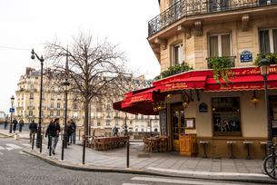 パリ,サン=ルイ島,ジャン・デュ・ベレ通り街の風景の写真素材 [FYI03993688]