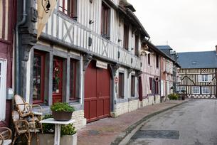 ブブロン・オン・オージュ村,木組みの伝統的な建物の写真素材 [FYI03993692]