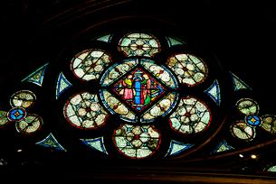 サント・シャペルのステンドグラスの写真素材 [FYI03993795]