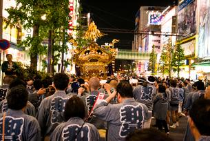 神田祭,秋葉原中央通りの神輿の写真素材 [FYI03993840]