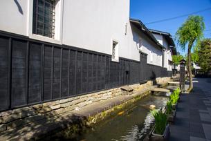 飛騨古川 瀬戸川と白壁土蔵街の写真素材 [FYI03994371]