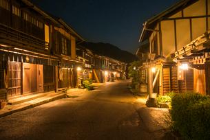妻籠宿夜景の写真素材 [FYI03994397]