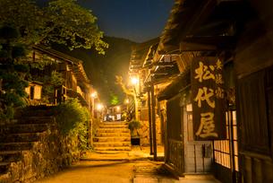 妻籠宿夜景の写真素材 [FYI03994402]