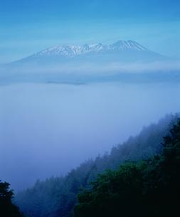 雲海と木曽御岳山の写真素材 [FYI03994604]