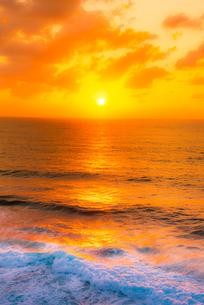 宮古島 海の日の出の写真素材 [FYI03994625]
